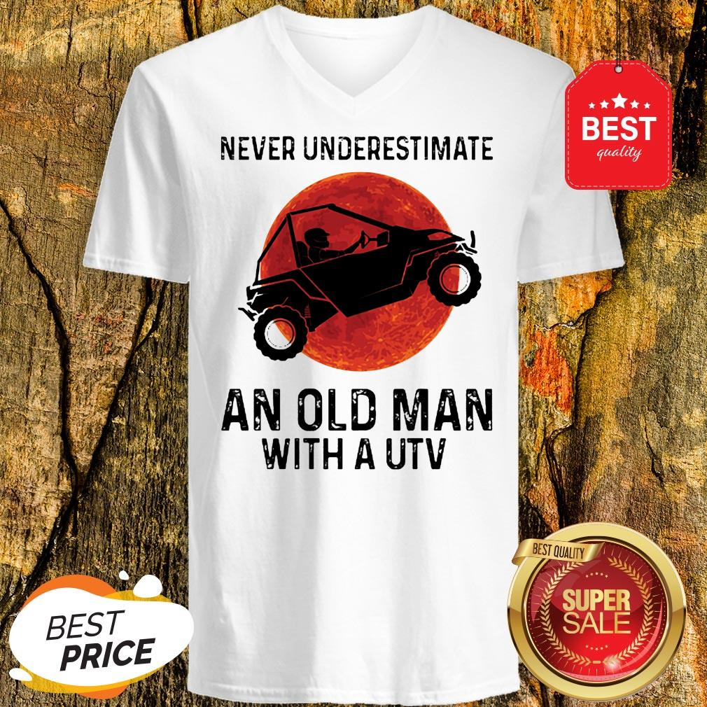 Nice Never Underestimate An Old Man With UTV Sunset V-neck