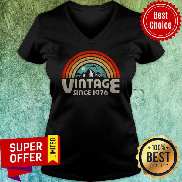 Funny 43rd Birthday Vintage 1976 Epic Rainbow Vintage V-neck