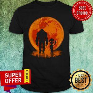 Awesome Bigfoot UFO Shirt