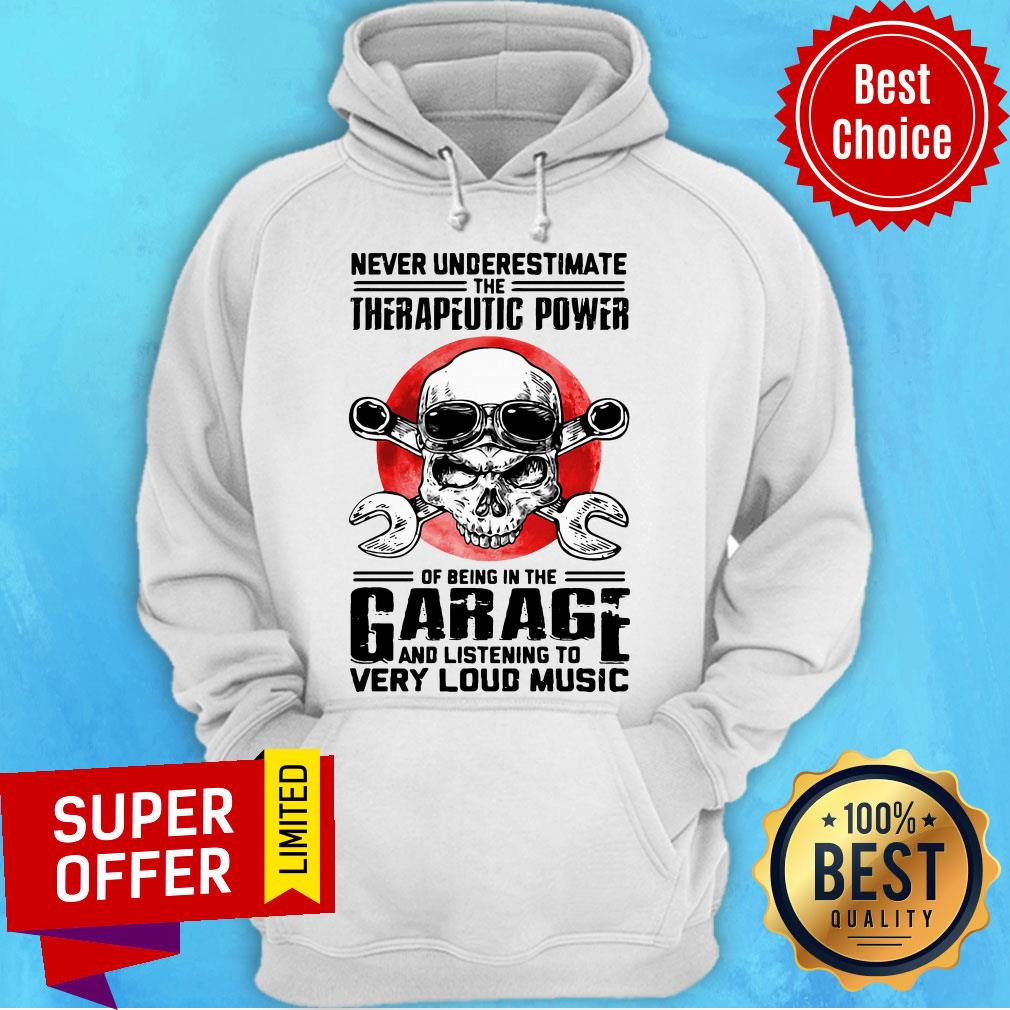 Top Never Underestimate The Therapeutic Power Of Being In The Garage Mechanic Hoodie