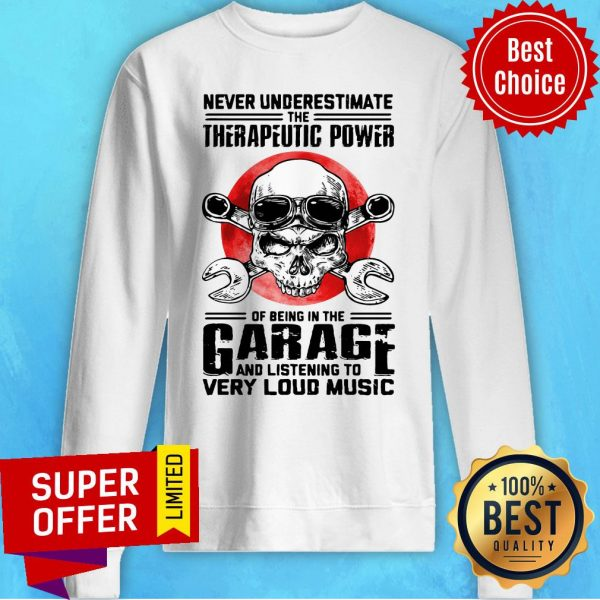 Top Never Underestimate The Therapeutic Power Of Being In The Garage Mechanic Sweatshirt