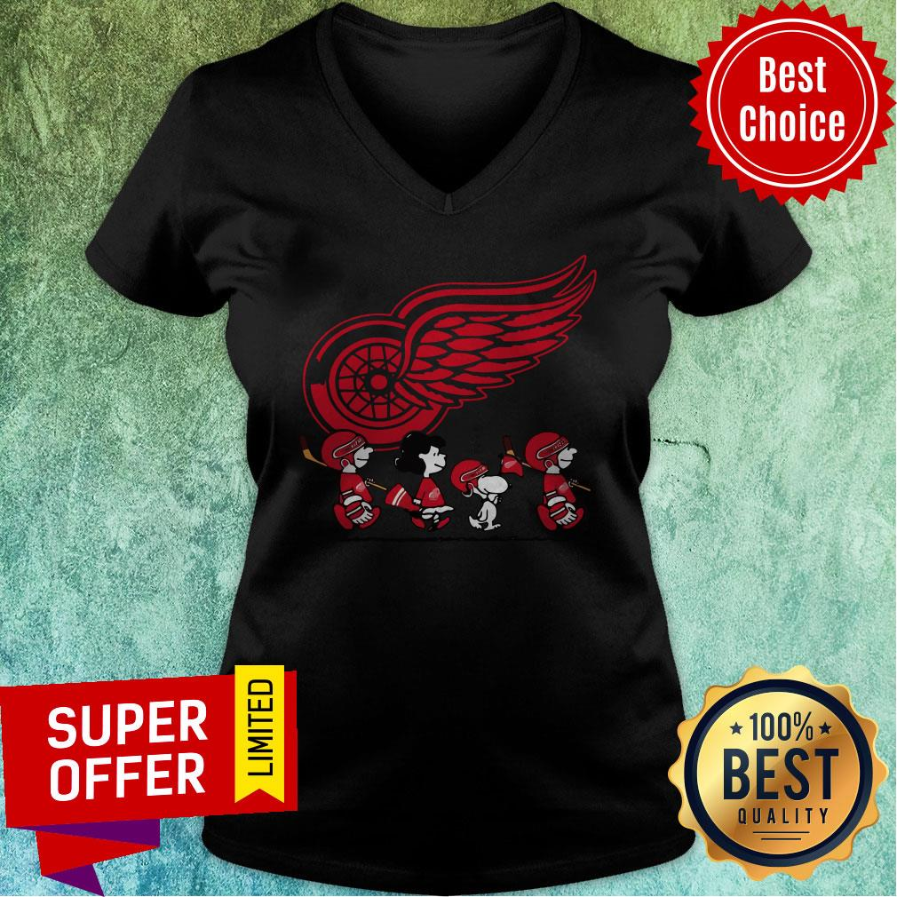 Premium Red Wings Ice Hockey Snoopy NHL V-neck