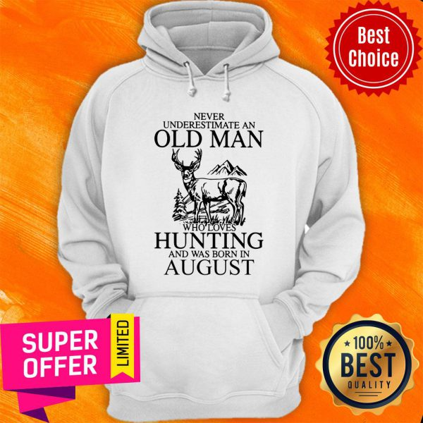 August Never Underestimate A Man Who Loves Hunting Hoodie